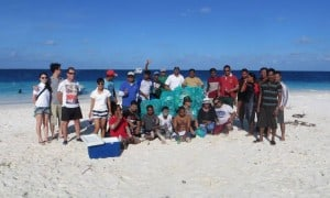 maldives beach clean up